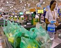Plástico ou papel: qual sacola é menos prejudicial ao meio ambiente?